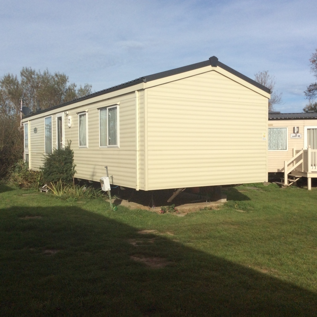 Lovely Mobile Home In Quiet Location at Edge of Site